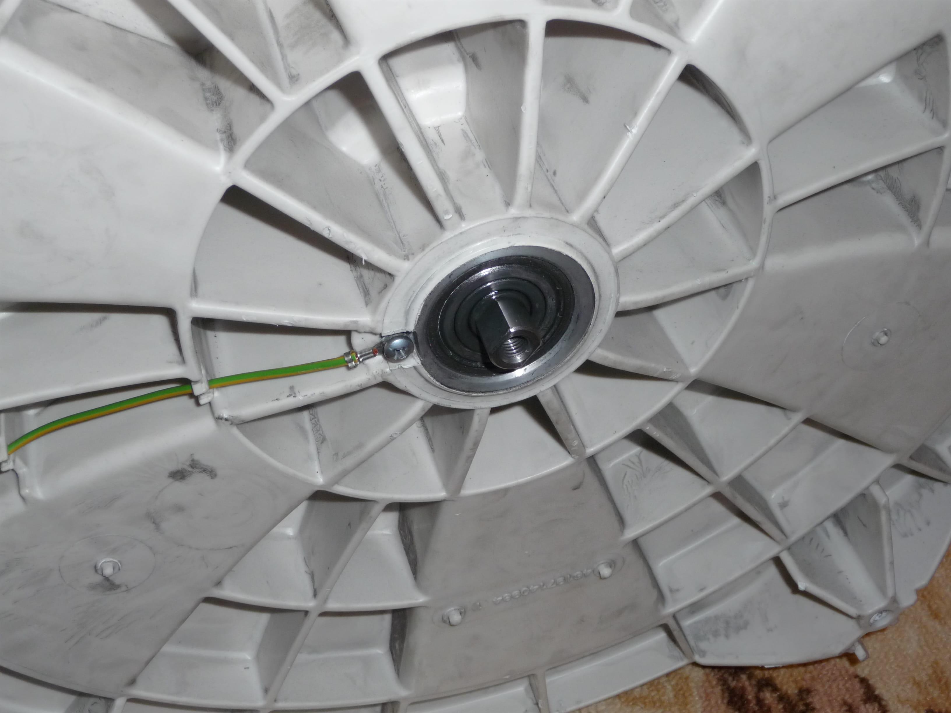 machine a laver whirlpool probleme de courroie qui saute r solu page 3. Black Bedroom Furniture Sets. Home Design Ideas