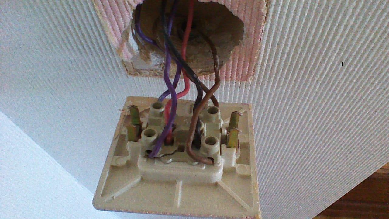branchement d 39 un interrupteur double va et vient r solu. Black Bedroom Furniture Sets. Home Design Ideas