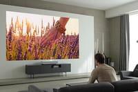 Un vidéoprojecteur qui affiche une image UHD de 3 m avec 18 cm de recul