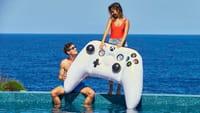 Parfait pour l'été, la manette Xbox gonflable