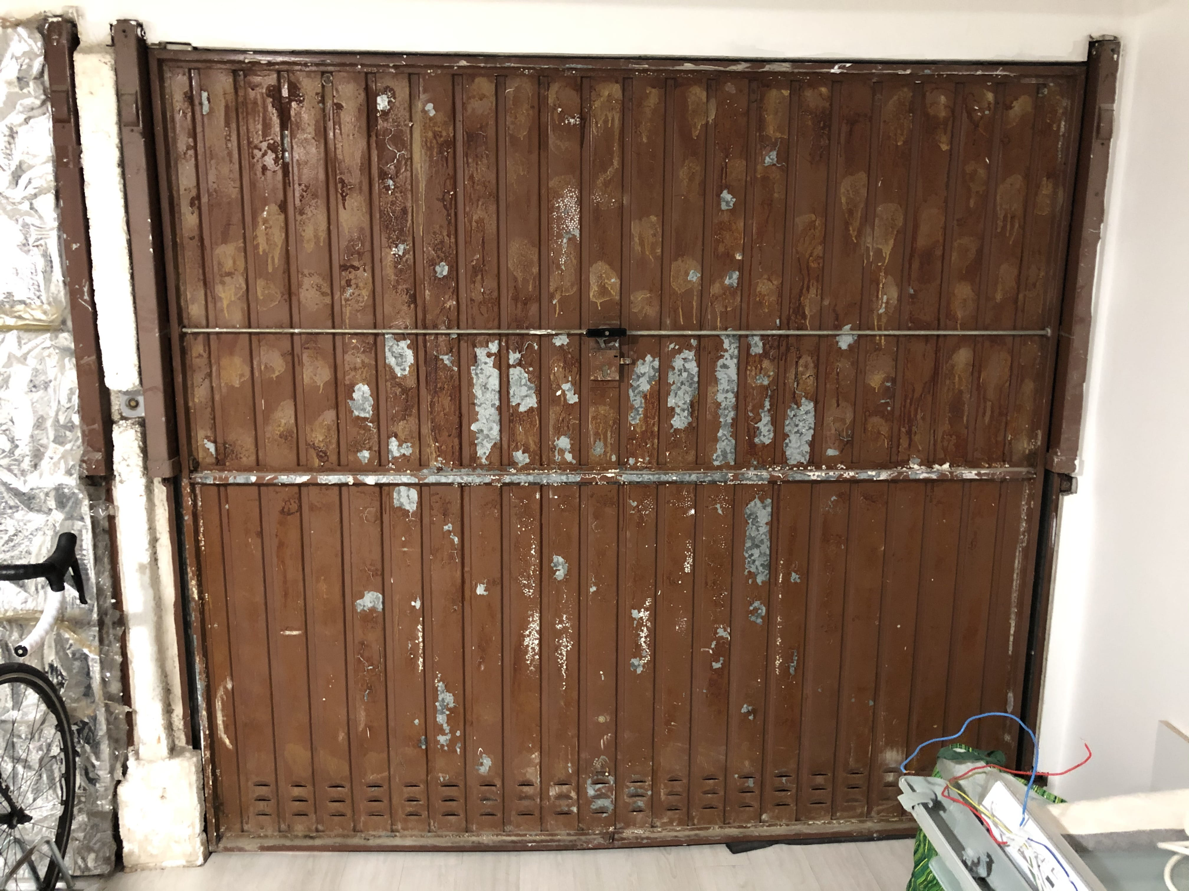 Vieille Porte En Bois Coulissante isolation vieille porte de garage - isolation - linternaute