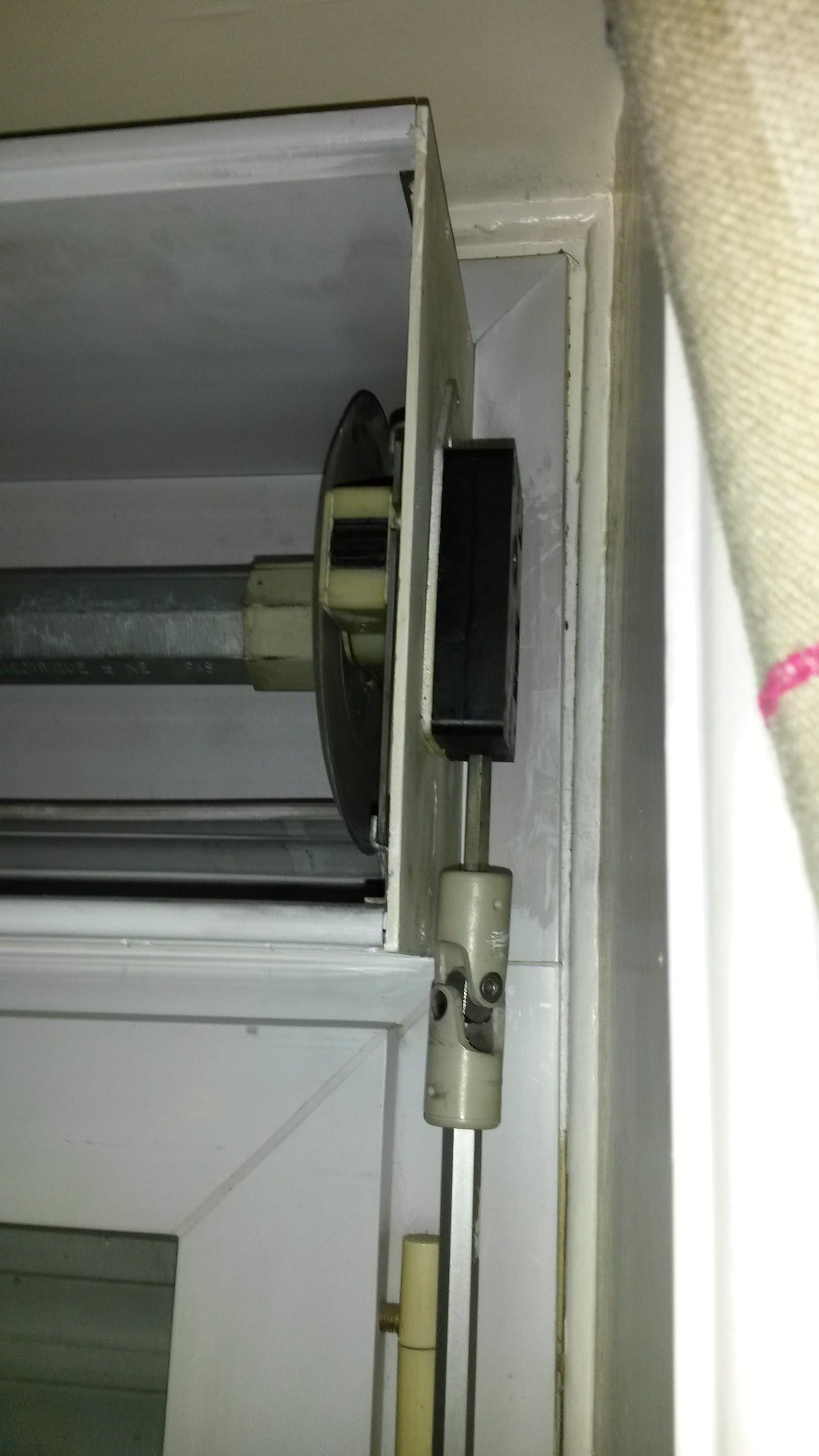 d montage de volet roulant manuel retirer le boitier noir. Black Bedroom Furniture Sets. Home Design Ideas
