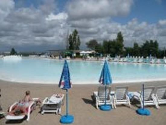 je n 39 arrive pas a trouver un camping avec piscine aquatique en italie pour 5 adu r solu italie. Black Bedroom Furniture Sets. Home Design Ideas