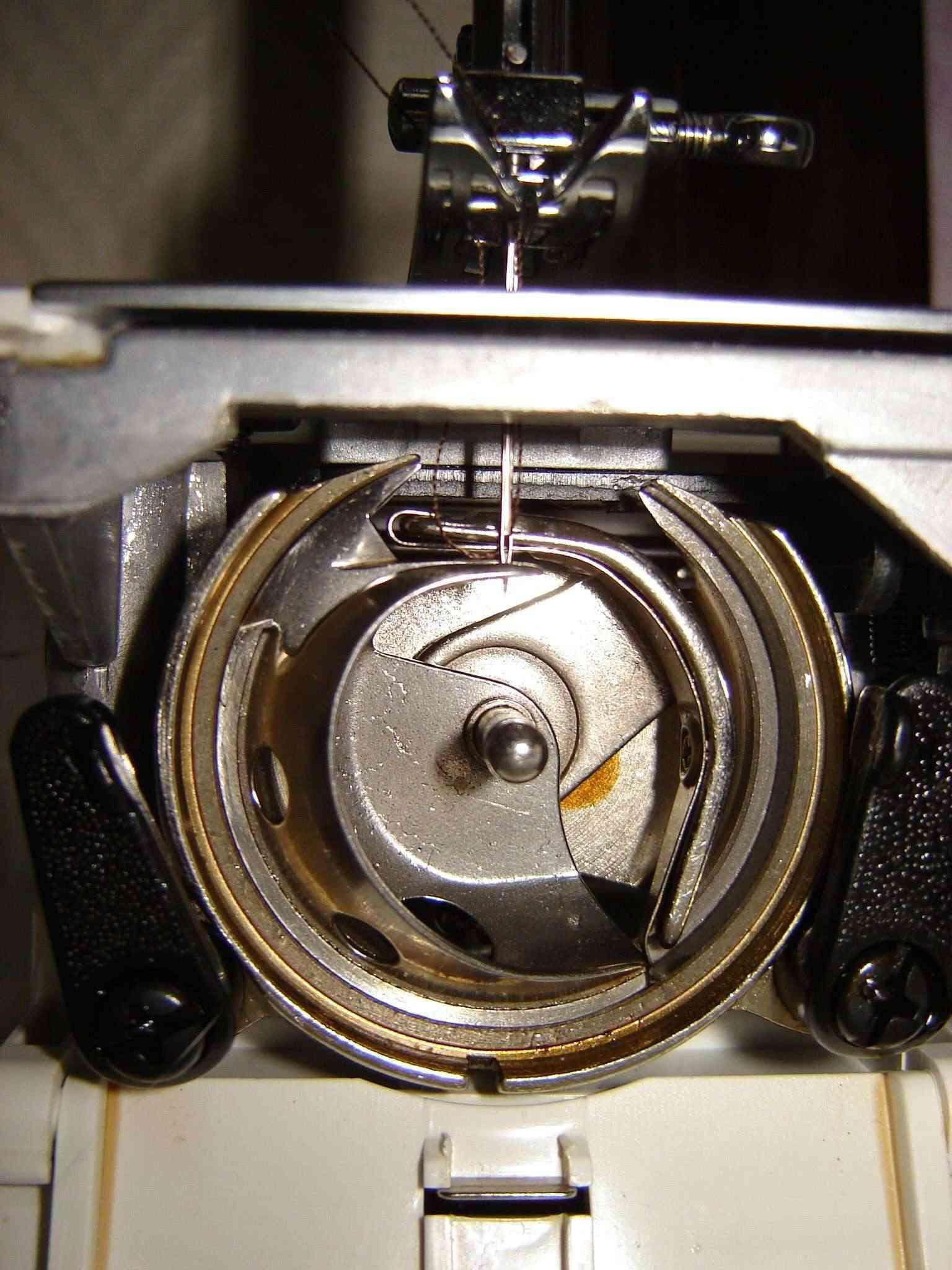 Changement pignon plastique sur m c toyota rs2000 r solu for Machine a coudre toyota rs2000