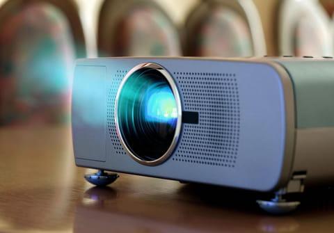 Vidéoprojecteur portable: un écran de cinéma à emporter partout