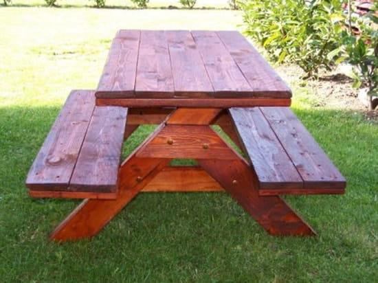 Je cherche des plans pour construire une table de jardin ...