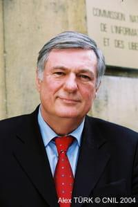 Alex Türk, président de la Cnil : « 90 % de l'activité de contrôle dans le secteur privé »