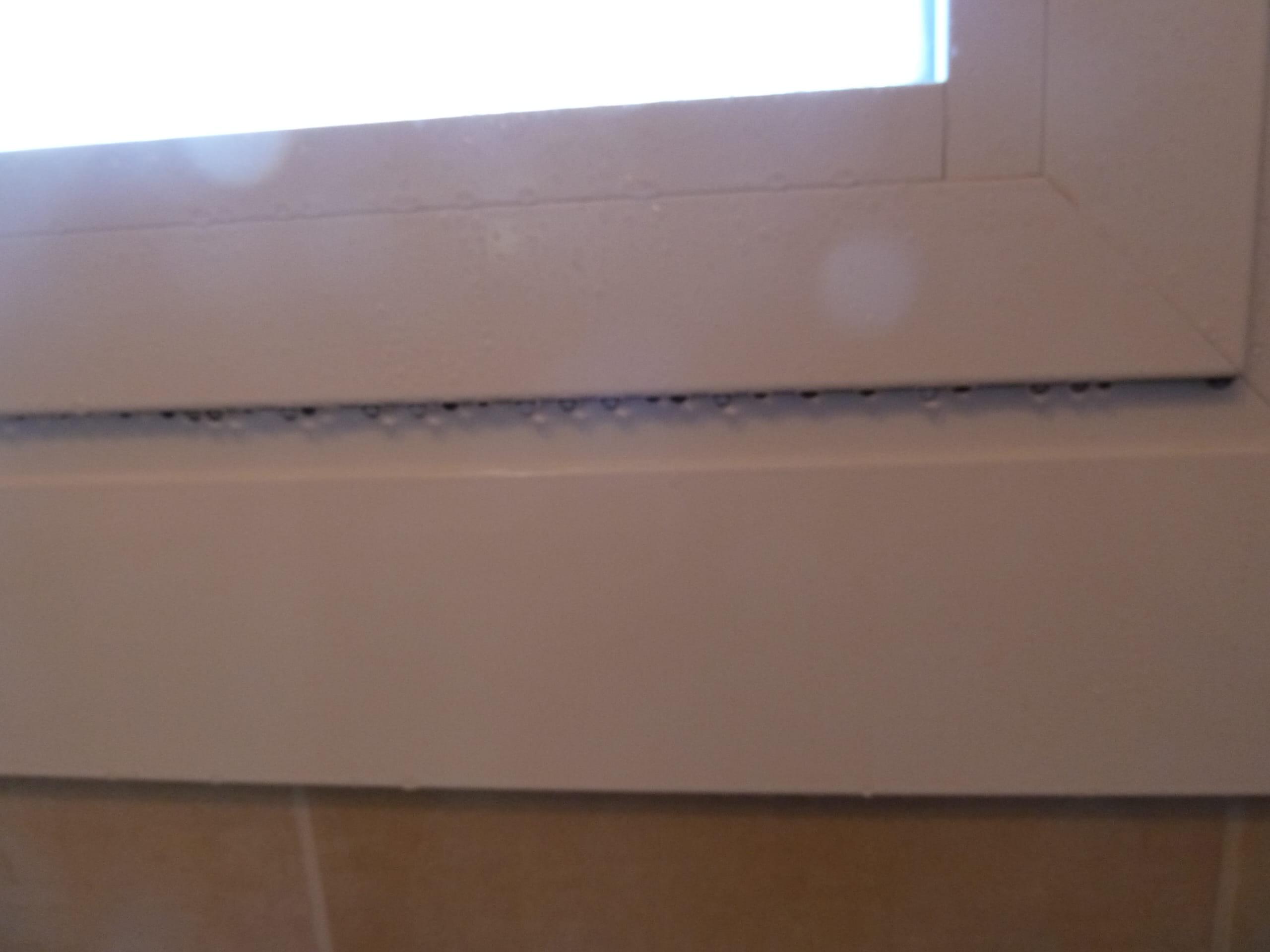 comment poser des grilles de ventilation sur des fen tres alu. Black Bedroom Furniture Sets. Home Design Ideas