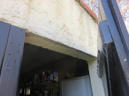 comment isoler de la pluie une porte de garage. Black Bedroom Furniture Sets. Home Design Ideas