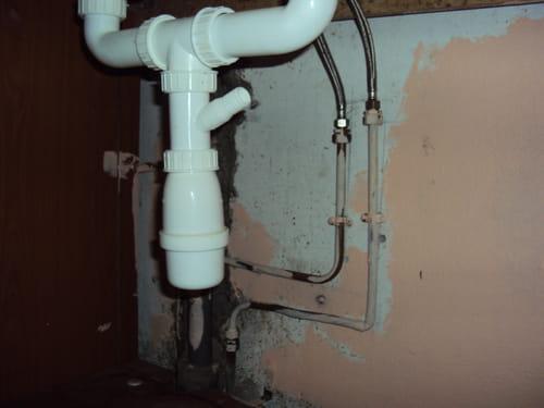 ligne d'eau de toilette raccorder