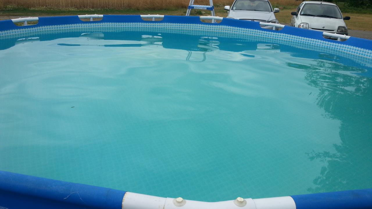 eau de piscine verte clair