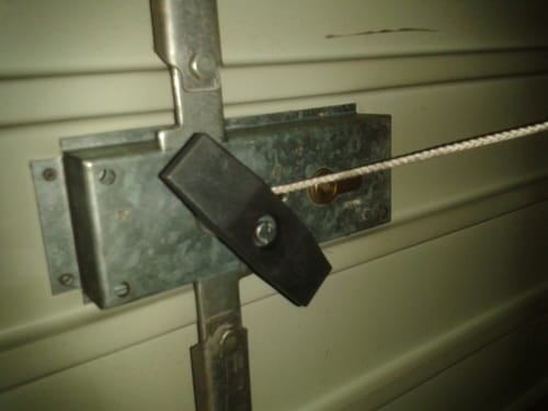 Changement du serrure de garage for Comment ouvrir une porte de garage basculante sans clef