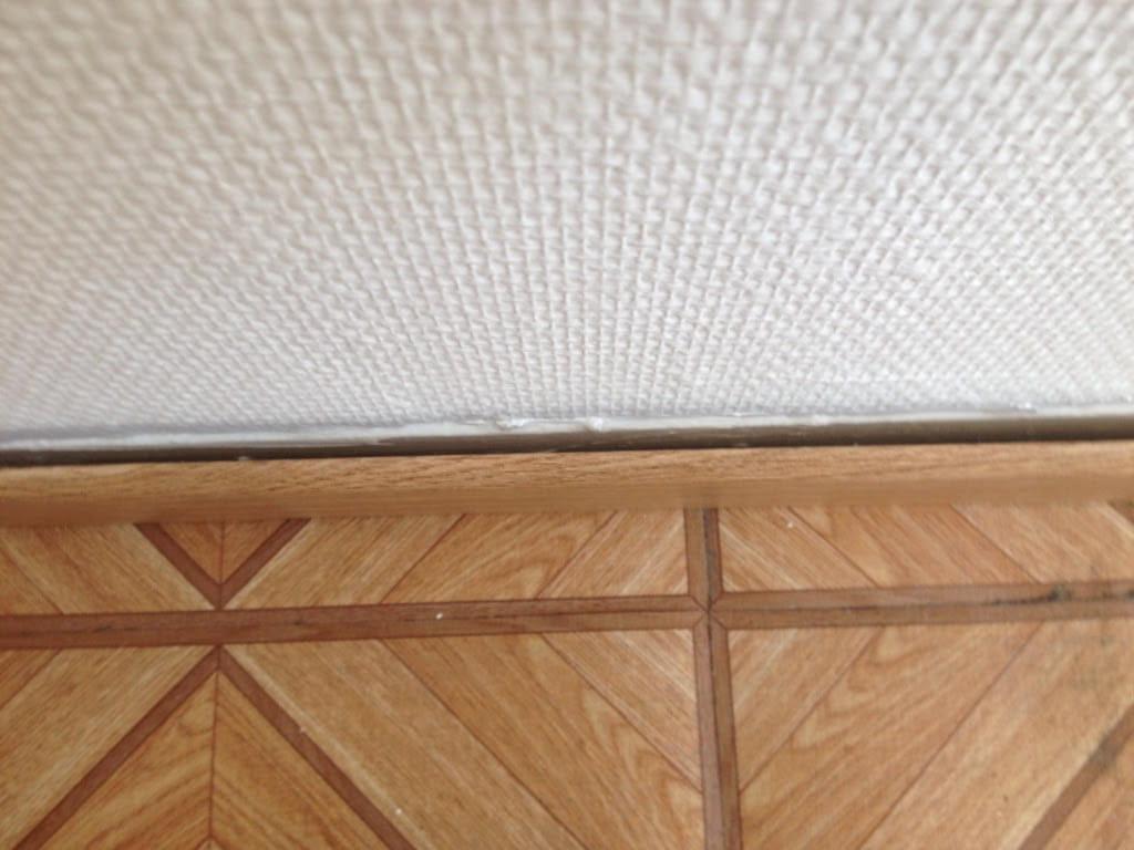 Angle De Plinthe Parquet sens de pose du parquet dans un salon et une entrée +