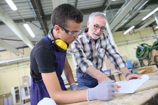 c74af1205f0 Le travail d un mineur est strictement encadré par la loi. Des règles  légales spécifiques sont imposées à l employeur tant au stade de l embauche  qu au ...