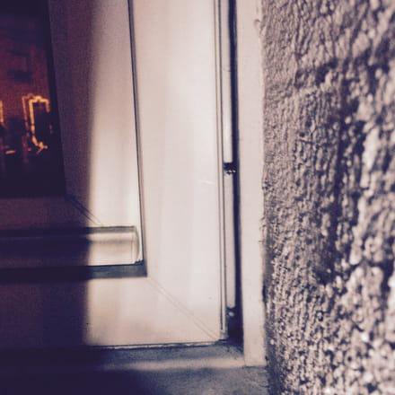 isolation espace entre le mur et la fen tre double. Black Bedroom Furniture Sets. Home Design Ideas