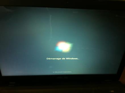 Ordi portable écran bureau noir vide barre des taches grise