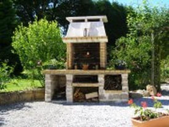 je voudrais construire un barbecue en pierre o trouver des mod les merci. Black Bedroom Furniture Sets. Home Design Ideas