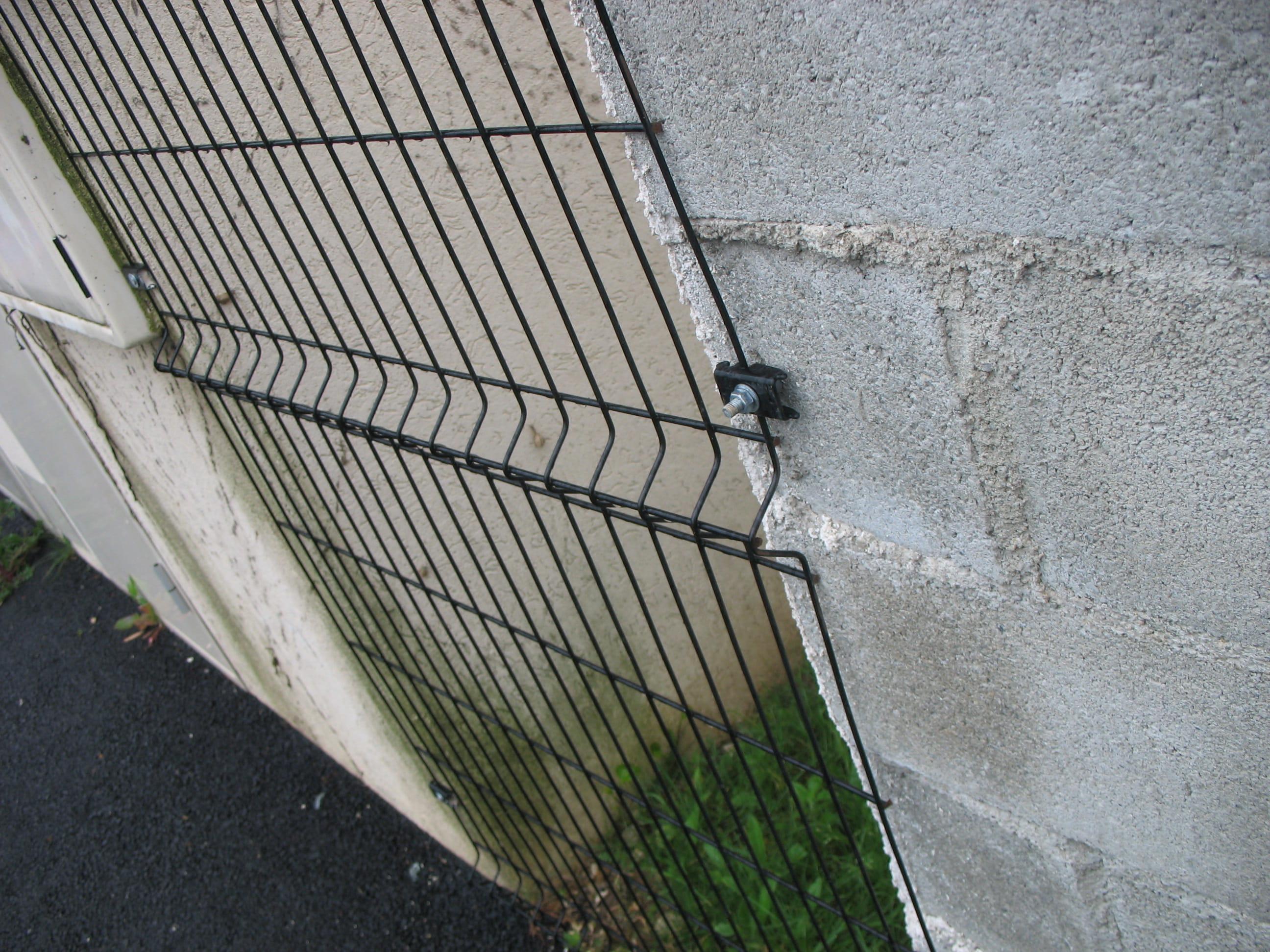 Rehausser Une Cloture Grillagée pose grillage soudes sur pilier beton - linternaute