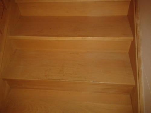comment enlever t ches de cire d 39 abeille sur des escaliers. Black Bedroom Furniture Sets. Home Design Ideas