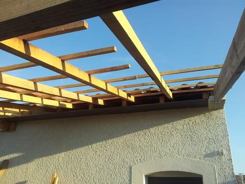 Avanc e de toit pour couvrir terrasse for Couvrir sa terrasse pas cher