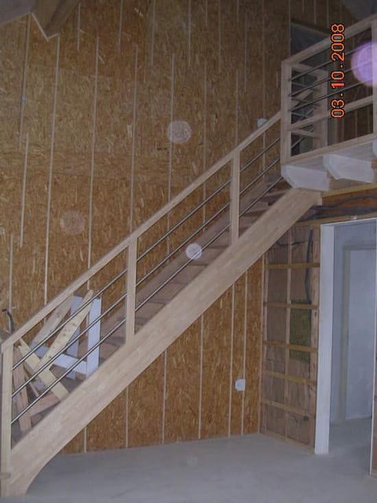 comment faire pour que des escaliers ne grincent plus. Black Bedroom Furniture Sets. Home Design Ideas