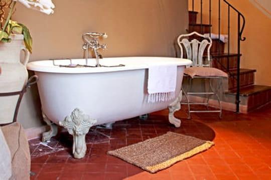 comment savoir si ma baignoire est en fonte ou en acier. Black Bedroom Furniture Sets. Home Design Ideas