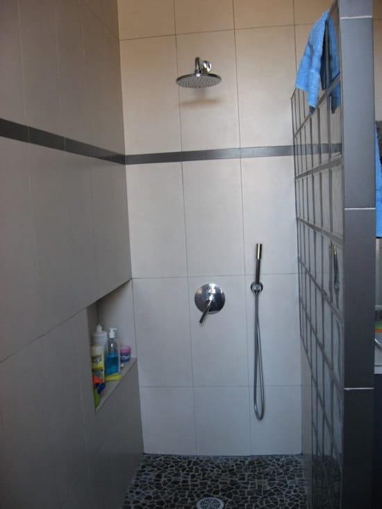 comment bien tanch ifier une douche l 39 italienne r solu. Black Bedroom Furniture Sets. Home Design Ideas